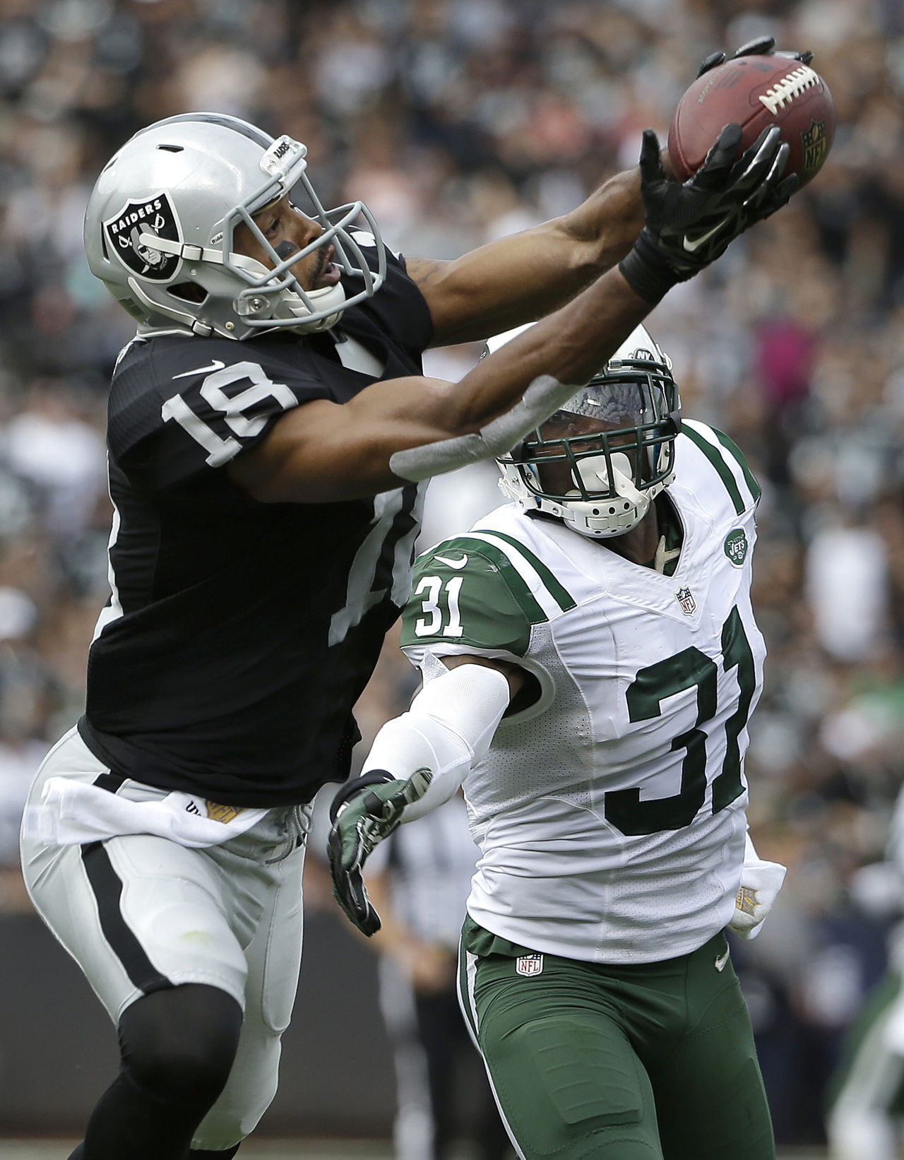 Jets-raiders-football-andre-holmes-antonio-cromartie_pg_600